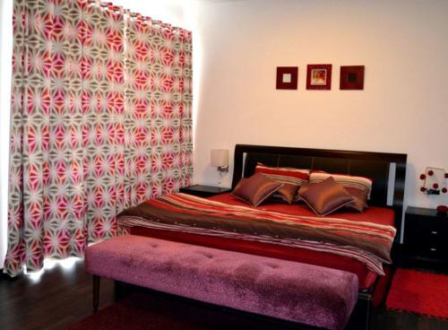 ottoman-bedside